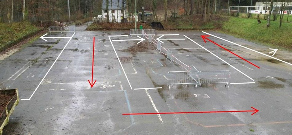 Centre sportif - parking plaine polyvalente.JPG